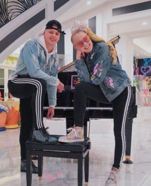 JoJo-Siwa-Boyfriend-Dating-Height-Net-Worth-Car-Tour