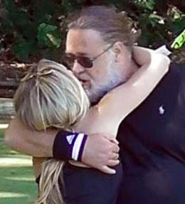 britney-theriot-wiki-russell-crowe-age-job-nationality